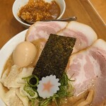 麺匠うえ田 - 〈濃厚〉魚介とんこつ 特製ラーメン 大盛と茶碗カレー