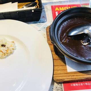 アムール - 料理写真:土鍋ビーフカレー=1000円 税込 1口のバターライスは遊び心