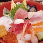 江戸前 びっくり寿司 - 贅沢海鮮ちらし1380円(税抜き)