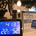 Famliy Restaurant SPECIAL -  CO2測定器  設置致しました☆    これで換気レベルが  数値化出来ます。    1000レベルで換気必須  となりますが、現在の店内は  413レベルなので、充分に  換気されている状態です。