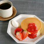 季節の厚焼きホットケーキ (ドリンク付き)