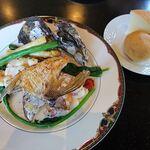 TANTO屋 - 鯛と魚介のポワレ(坊勢の牡蠣つき) 2021.4