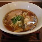 149054240 - 醤油しき麺(800円、斜め上から)