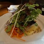 仙人掌 - 自家製サバの燻製とジャガイモのサラダ
