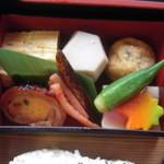 14906656 - 宇治川弁当 煮物など