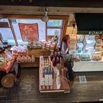 ろまん亭 - 2階のカフェから見下ろした店内