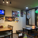ラサ ボジュン - 店内はお座敷アリ、テーブル席あり、カウンターありの不思議空間☆彡
