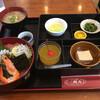 ビア&味処 三崎丸 - 料理写真:海鮮丼!小鉢が色々付いてきます。