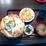 おおはし - ロースカツ丼メガ盛り・サラダ・漬物・味噌汁・お茶