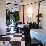 日本料理 音羽 - 店内は空間的に余裕があります