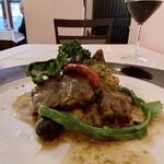 RISTORANTE REGA - 子羊のカチャトーラ 野菜は荒木農園さんのトマトにブロッコリー、オリーブにパプリカに菜花、下はじゃがいものペースト。子羊はやわらかく煮込まれてこれは美味しい♬ 臭みはなくホロホロとして良い味わいです♪
