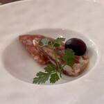 RISTORANTE REGA - アミューズ 自家製サラミとブラックオリーブ スプマンテに合います♪