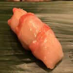 寿司処 やまざき - おまかせ6000円。金目鯛。鮮度の良い金目鯛を薄切りにして、三貫付での提供です。シャリとの一体感が凄くあり、とーっても美味しかったです(╹◡╹)(╹◡╹)