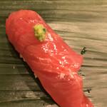 寿司処 やまざき - おまかせ6000円。鰹。全く嫌味のない、清冽な美味しさで、ビックリしました! 私史上最高の鰹の握りです(╹◡╹)(╹◡╹)。すぐに更新されるかもしれませんが(笑)