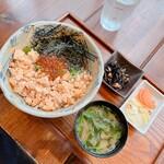 寺カフェ - いくらと鮭の親子丼(小鉢、サラダ、箸やすめ、汁もの付)