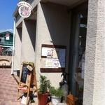 EDEN - お店の入り口