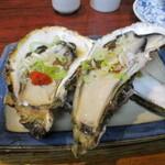 丸千葉 - 殻付き牡蠣。熱燗にきっちり合います!