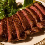 Vision whisky bar - 本日のステーキ。20時まで¥550。早い時間のお食事目的のお客様へのサービスメニュー。国産和牛をじっくり焼き上げた絶品ステーキ。部位は適宜変わります。