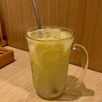 お好み焼き 恋火 - レモンサワー ¥380