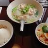 タイシティ - 料理写真:鶏肉ホーリーバジル炒めライスとタイ風汁ビーフン 999円税込