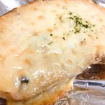 シャルムベーカリー・ポンシェ - クロックムッシュをトーストすると、チーズが溶けて食べごろに。
