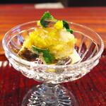 きう - 料理写真:あわびを浜ぼうふうと和えて。はり生姜をきかせて、ジュレを品よく。