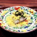 きう - 東京湾の肉厚な太刀魚。行者にんにくと花わさびで香りのインパクト。自家製のからすみをたっぷり。