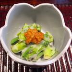きう - よもぎ麩とタラの芽とこごみを素揚げして百合根をマッシュして和え物として。和風なポテサラみたいな食感。