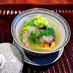 きう - ウナギと門真レンコンの蒸しもの。タケノコ、一寸豆をいれて干し貝柱の出汁で。