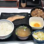 吉野家 - 牛鮭定食+生玉子、お新香