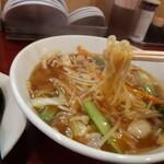 牡丹江 - 料理写真:大阪ちゃんぽんの麺持ち上げ