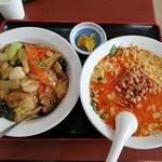 福源 - 料理写真:担々麺、中華丼セット(770円)