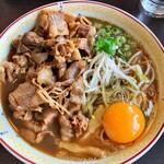 徳島ラーメン 大孫 - 料理写真:肉入り小 750円  ボリュームがありますよ! 東大と同じく生卵は無料でーす^ ^