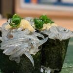 寿司 魚がし日本一 - 生しらす。此れは凡庸なり。