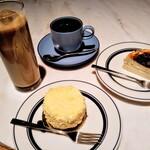 FROMA YORKYS CHEESE RESTAURANT&BAR - カフェオレ、ホットティー、FROMAレアチーケーキ、バスクチーズケーキ