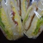 スリーコンカフェ - 具だくさんのサンドイッチ
