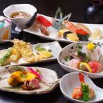 築地すし - お刺身、焼物、寿司をコースで堪能