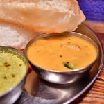 ダバ インディア - 【三色カレー@税込1,100円】青バナナと豆のカレー:マイルド担当は、クリーミー。