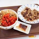 すき家 - キムチ牛丼並盛、カルビ焼き並盛