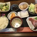 鹿野 - 料理写真:おまかせ定食 生姜焼き、刺身付き