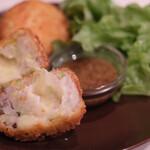 aunt MIMI - 春キャベツと豚肉のチーズコロッケ