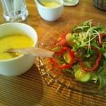 カフェ アラビカ - コーンスープは濃厚とサラダのドレッシングばりうま。
