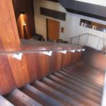 麻布 川上庵 - 暖簾を潜って階段を降りる