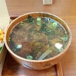 マクロビミール ひとこきゅう - +220円で付けた味噌汁