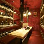 新日本焼肉党 - ワインボトルに囲まれた半個室