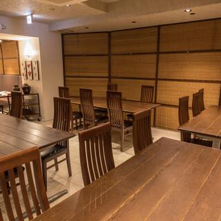 《広々とした清潔感溢れる空間》12名様迄の大テーブルも完備!