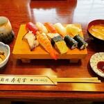 寿司常 - 料理写真:ランチすし(コーヒー付)    ¥1,100-