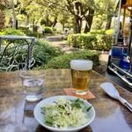 日比谷サロー - ビール&ミニサラダ