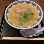 博多麺房 赤のれん - 博多らあめん(800円)