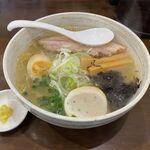 麺家 まるたけ - 料理写真:しおらーめん(800円)